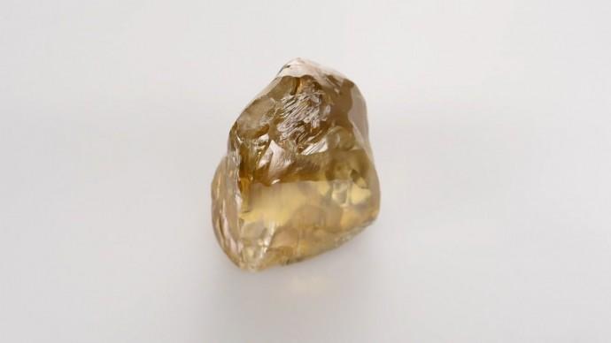 Крупнейший в истории России цветной алмаз — видео