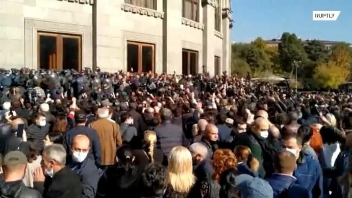 Более 100 человек задержаны в ходе акции протеста оппозиции в Ереване