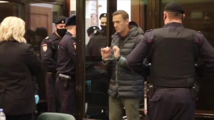 Начался суд над Навальным. Первые кадры!