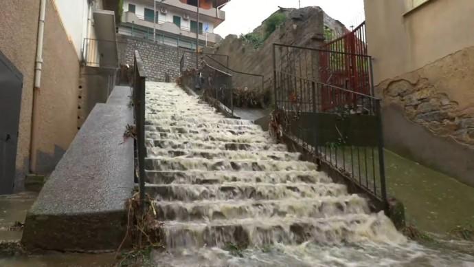 Наводнение, порывы ветра и грязевые потоки: на Сардинии три человека погибли в результате стихии