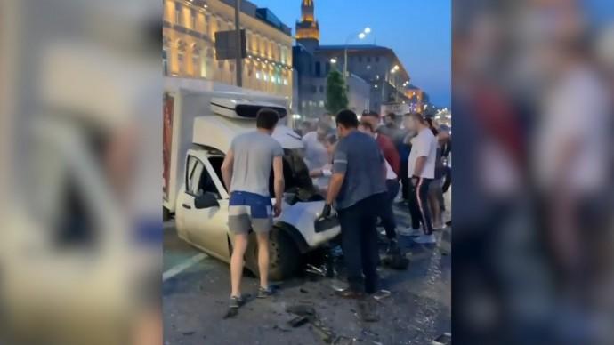 Видео очевидцев с места аварии с участием Михаила Ефремова