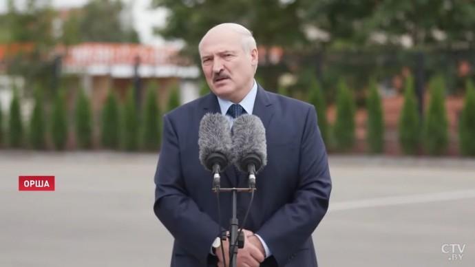 Срочно! Лукашенко ОБЪЯСНИЛ, зачем бегал с автоматом по Минску!