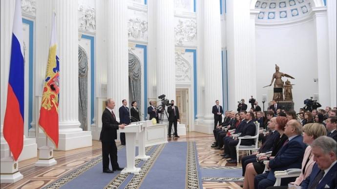 Владимир Путин вручил премии молодым учёным