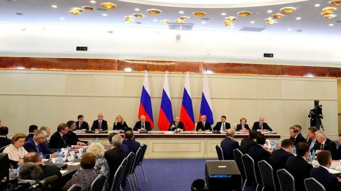 Владимир Путин провёл заседание президиума Госсовета о задачах субъектов РФ в сфере здравоохранения