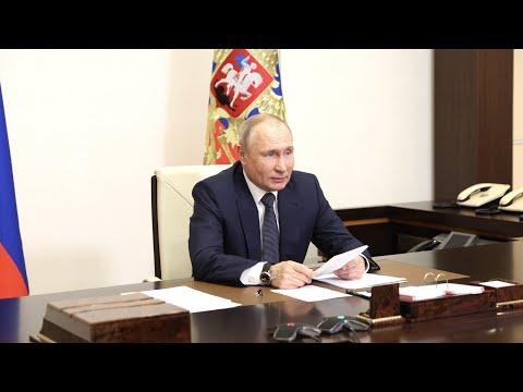 Путин поручил ускорить подводку газа к жилым домам