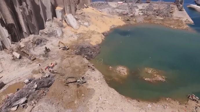 Эпицентр взрыва в порту Бейрута засняли с беспилотника — видео