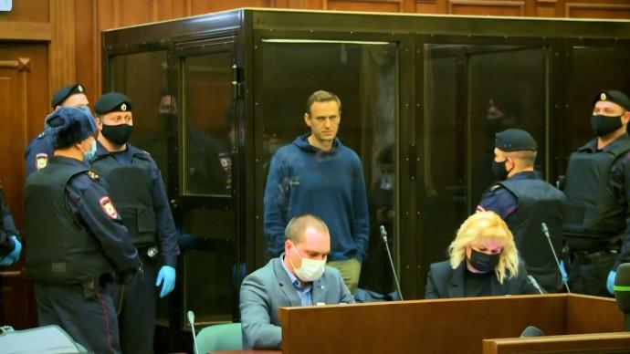 С условного на реальный: Навального приговорили к 3,5 года колонии