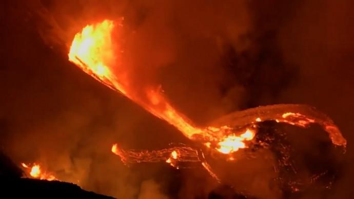 Потоки лавы и засыпанные пеплом дома: на Гавайях проснулся вулкан Килауэа