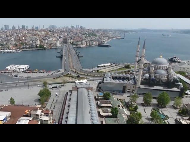 Беспилотник заснял безлюдные улицы Стамбула — видео