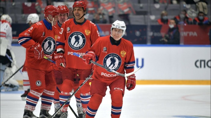 Путин вышел на лед в матче Ночной хоккейной лиги