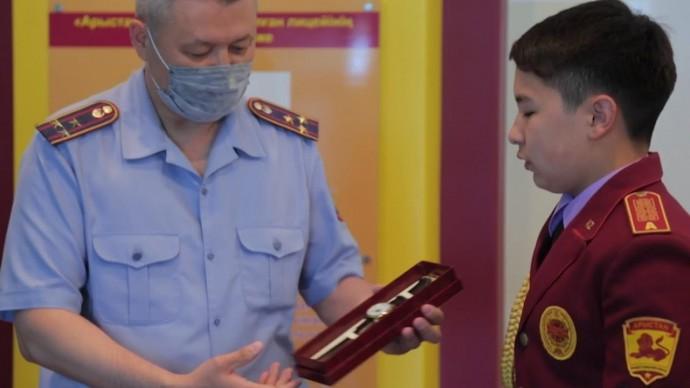 В Казахстане 15-летний школьник награждён за спасение мужчины из реки