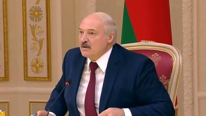 """""""Чья бы корова мычала!"""" Лукашенко жёстко ответил артисту Зеленскому"""