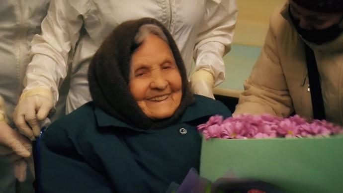 «Главное — беречь свои нервы»: в Татарстане 101-летнюю пенсионерку вылечили от коронавируса