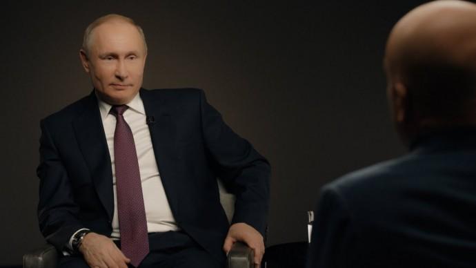 «Я работаю каждый день, я не царствую»: Путин о вертикали власти и планах после 2024 года