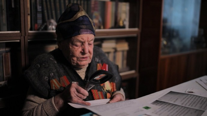 «Как же тут не прослезиться?»: труженица тыла читает письма в рамках проекта #ПочтаПобеды