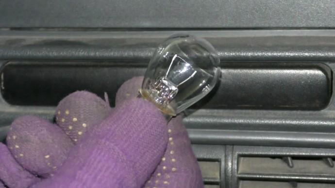 Каждый водитель должен знать почему появляется сигнал о неисправности когда видно, что лампы горят.