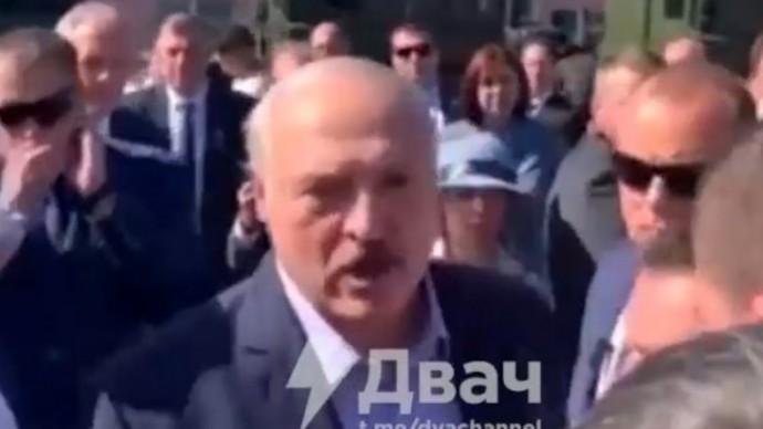 Срочно! Взбешённый Лукашенко НАБРОСИЛСЯ на толпу!