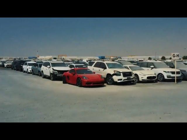Кладбище дорогих машин: в Дубае на одной из стоянок пылятся спортивные авто
