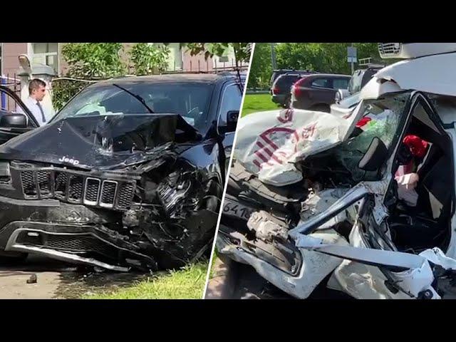 Искорёженный фургон Lada и разбитый автомобиль Ефремова после ДТП