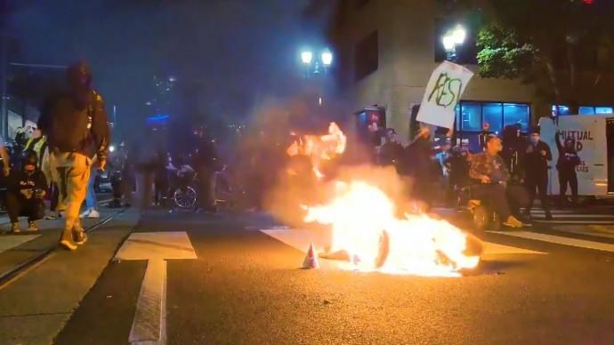 Более 100 дней демонстраций: в США не утихают протесты против расизма и полицейского произвола