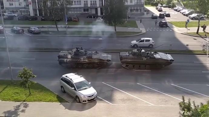 В центр Минска введена бронетехника, два БТРа дежурят у резиденции Лукашенко