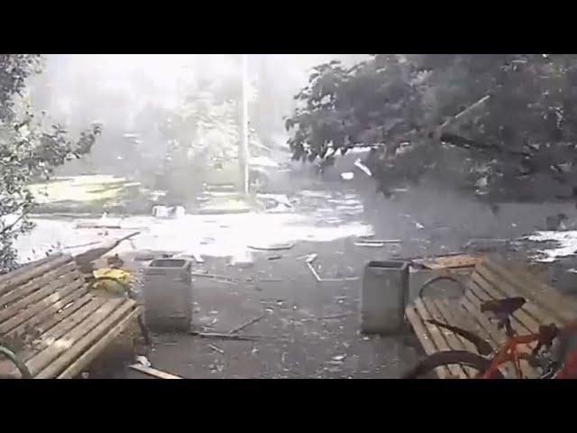 Момент взрыва в жилом доме на северо-востоке Москвы — видео