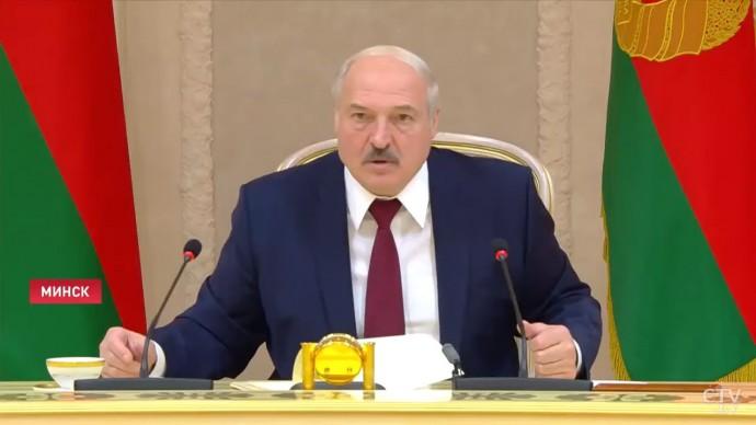 """""""Когда придёт время, уеду в Россию!"""" Лукашенко ОТВЕТИЛ протестующим!"""