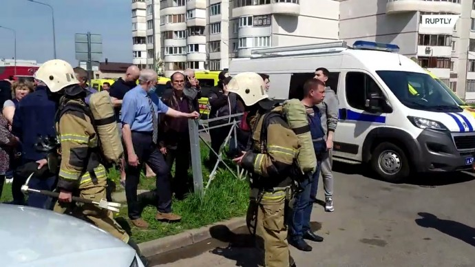 Видео с места стрельбы у школы в Казани