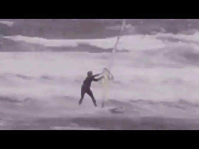 Виндсёрфер в бушующем море и летающие крыши: очевидцы публикуют видео с тайфуном «Майсак» в Приморье