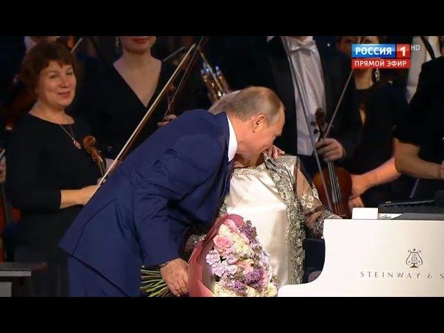 Путин приехал в Большой театр, чтобы поздравить Пахмутову с 90-летием