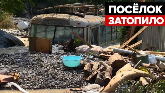 Подтопление в Ялте: жилые дома почти полностью ушли под воду в Васильевке