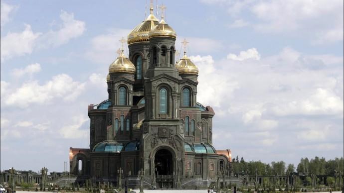Владимир Путин посетил главный храм Вооружённых Сил и музейный комплекс «Дорога памяти»