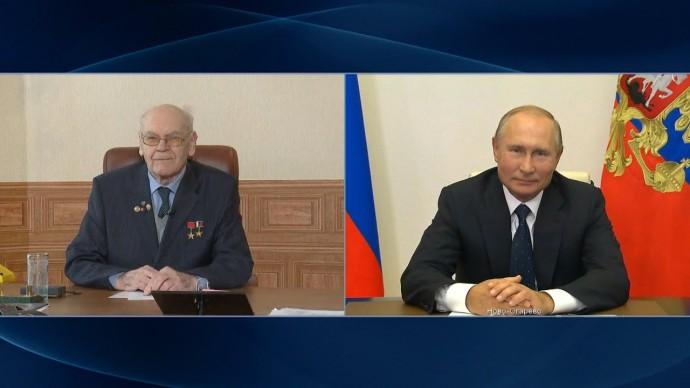 «Результаты вашей работы трудно переоценить»: Путин наградил орденом создателя «Авангарда»