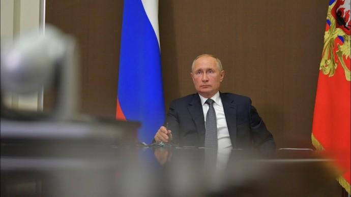 """""""Расслабляться нельзя"""". Путин напомнил о сохранении рисков COVID-19"""