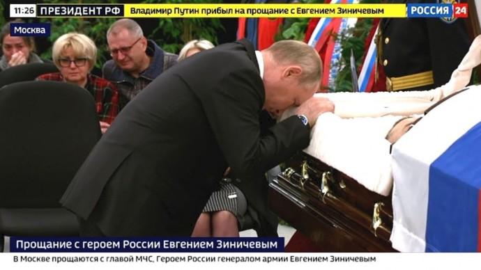 Владимир Путин простился с героем России Евгением Зиничевым