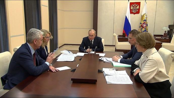 Владимир Путин провёл совещание о мерах по борьбе с распространением коронавируса в России