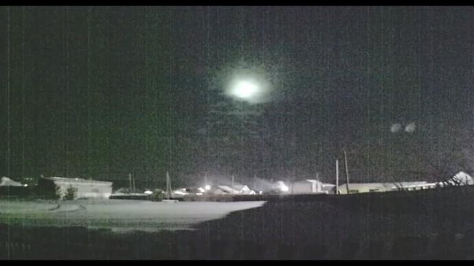 На Урале попал на видео падающий метеор