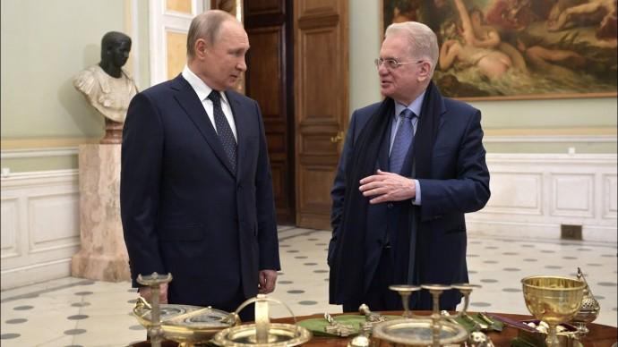 Путин передал Эрмитажу церковную утварь из приданого дочери Александра II