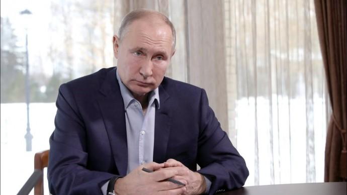 """""""Скучно, девочки"""". Путин прокомментировал """"расследование Навального про его дворец"""""""