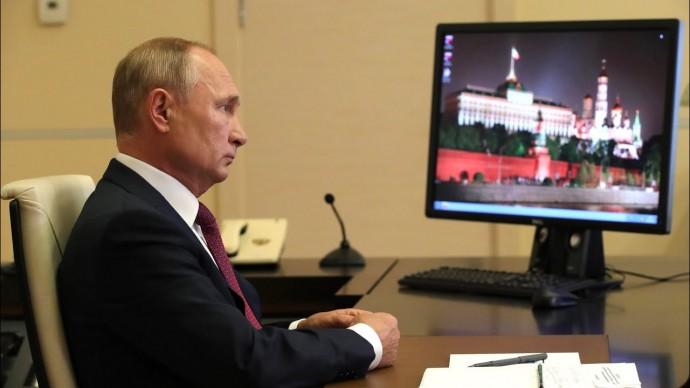 "Путин: РФ - государство с технологиями, а не ""страна-бензоколонка"". Президент провел открытый урок"