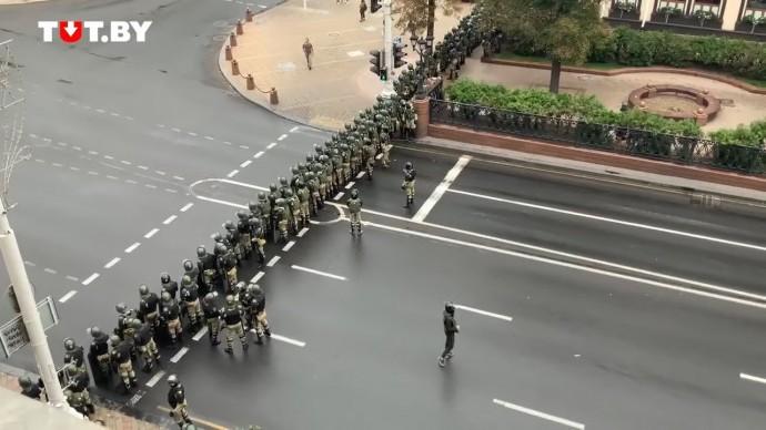 В Минске силовики начали оцепление центральных улиц