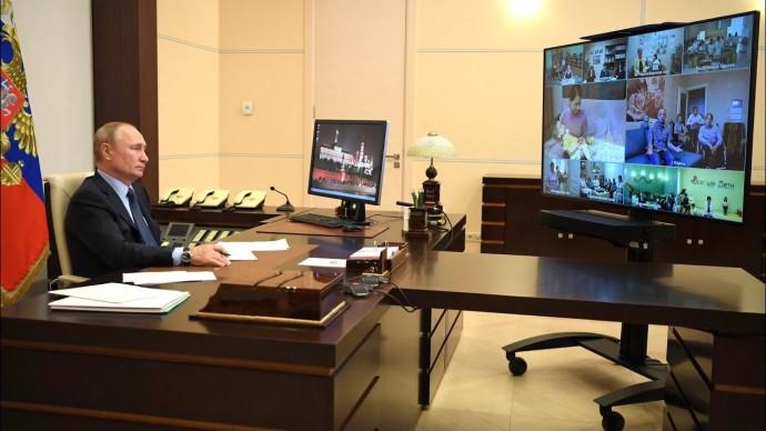 Путин встретился с социальными работниками госучреждений и НКО. Часть 2