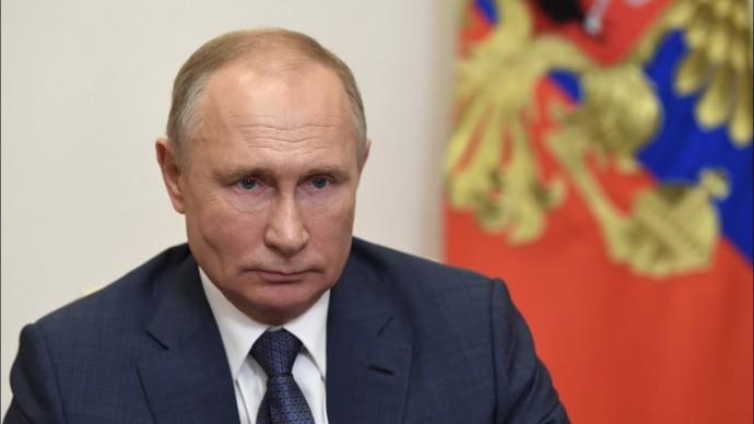 Путин поручил начать масштабную вакцинацию от коронавируса