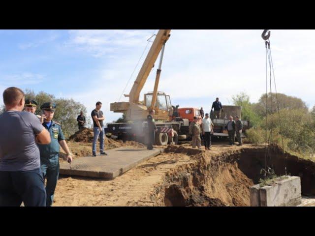 Видео с места прорыва дамбы в селе Ленинском Еврейской АО