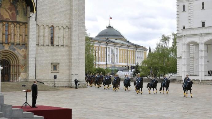 Владимир Путин провёл смотр Президентского полка