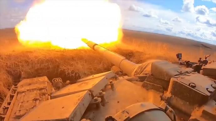 Испытания с участием обновлённых танков Т-72Б3М в Челябинской области — видео