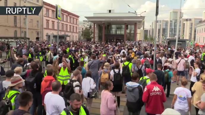 Несогласованная акция протеста в Москве — видео