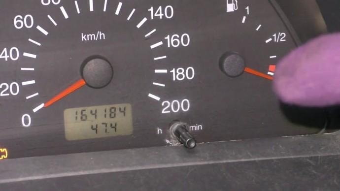 Стрелка уровня бензина в автомобиля не работает Куда копать Вариант второй Совет автоэлектрика