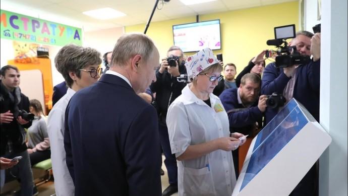 Владимир Путин осмотрел объекты социальной инфраструктуры Усманского района Липецкой области
