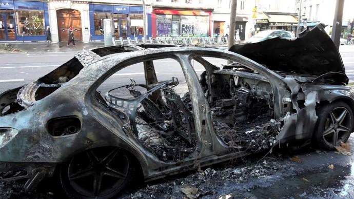 Последствия беспорядков в Париже — видео